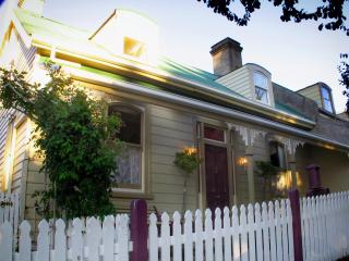 Ellie's Place on City Park- award winning property, Launceston