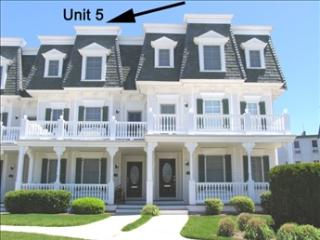 Seaboard Walk # 5 201 Beach Avenue 122774