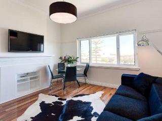 Beach Deluxe - Cottesloe Beach House Stays -