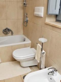 Trulli Stella Main Ensuite bathroom with small bath, shower, WC and bidet