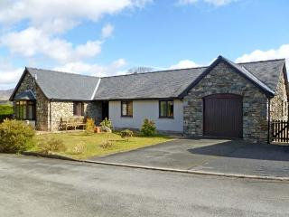 Y GILFACH, detached bungalow, in National Park in village of Gellilydan Ref 13587