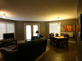 Comfortable Modern Mountain Style Condo 2Bed/2Bath, Radium Hot Springs