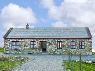 ISLAND VIEW, detached bungalow, with multi-fuel stove in sitting room, Jacuzzi bath, and sea views in Grallagh, Ref 14689, Cleggan