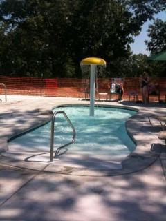 Kiddie Pool with Water Umbrella