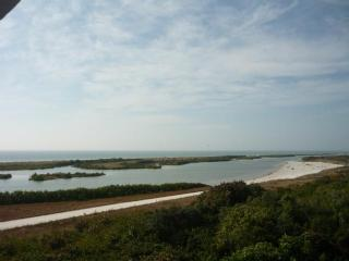 UPDATED and lovely Condo with Peaceful views of the Gulf of Mexico, Isla Marco