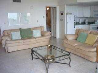 Cute Island decor theme Condo -WALK TO THE BEACH -SHOPPING AND DINING, Marco Island