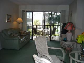 Perfect location in Popular Resort featuring boat docks and Tiki Bar, Isla Marco