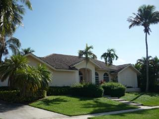 Enjoy the bay views and WALK TO THE BEACH !, Marco Island