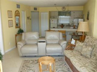 Nicely furnished Condo in Popular Waterfront Resort- Come relax and Enjoy, Isla Marco