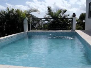 Calamansi, private pool, 3 bedrooms/bathrooms ,views, WiFi, AC, great reviews!