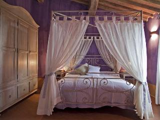 Lavender room (Double bedroom)