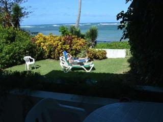 VILLA ON OCEAN,BEACH,SEASIDE COMMUNITY,AIR CONDITIOING, WALK TO GROCERY STORE, Puerto Plata