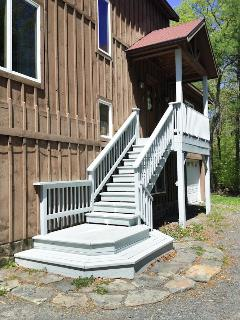 entryway to house - ample parking for several vehicles