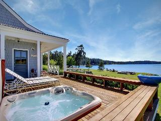 Waterfront Home Near Roche Harbor w/Hot Tub! - (Baute Bay Cottage), Friday Harbor