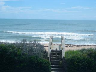 Charming Oceanfront home sleeps 8 in NewSmyrna BCH, New Smyrna Beach