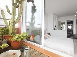 Be Barcelona Marina beach cactus terrace, up to 4!, Barcellona