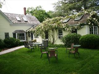 ORLEANS HISTORIC 1860'S PET-FRIENDLY HOME NEAR NAUSET BEACH!