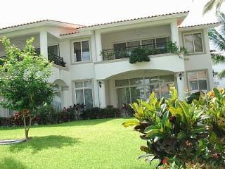 3br Villa One Block from the Beach, on the Marina