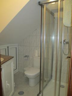 NEW en suite FULL bathroom. Bathroom 2.