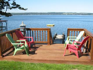 Beautiful Seneca Lake - Lakefront Cottage, Genebra