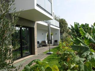 COUNTRY DREAM Beach Villa 150 m from ocean, private between banana fields
