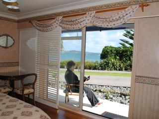 The Tindalls Suite: Affordable Beachfront B&B, Auckland Region