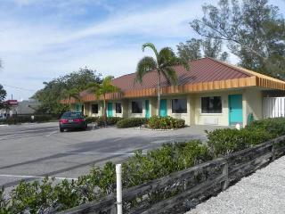 Club Bamboo Resorts!, Bradenton Beach