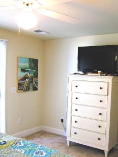 Master Bedroom 32' LCD TV and DVD player