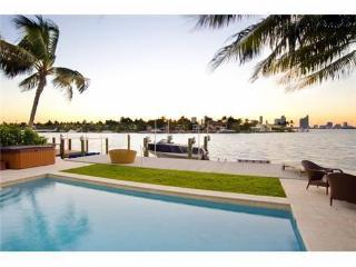 ART BASEL 4 bd/3ba Waterfront/Pool Paradise Villa, North Miami Beach