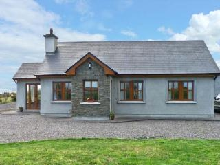 STOOKISLAND COTTAGE, ground floor cottage, dog friendly with a garden, in