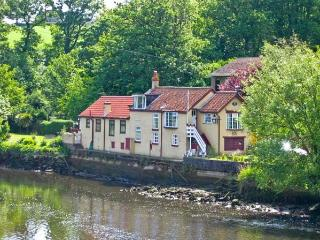 WATERLOO COTTAGE ANNEXE river side location, pet friendly cottage in Ruswarp