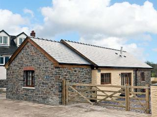 YR HEN LLAETHDY, barn conversion, with woodburning stove, whirlpool bath, and