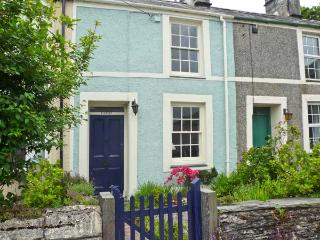 LLANNOR, open fire, enclosed garden, fishing village near beaches in