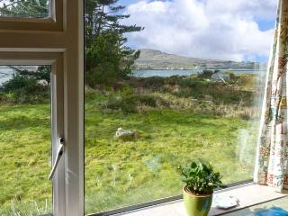 ROUNDSTONE BAY VIEW, family friendly, with a garden in Roundstone, County Galway, Ref 14942