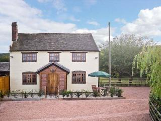 YEW TREE COTTAGE superb view, pet friendly family cottage in village of Little Malvern near Malvern Ref 14038