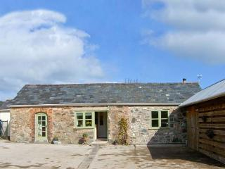 STONE COTTAGE, single-storey, garden, woodburner near Denbigh, Ref 9924