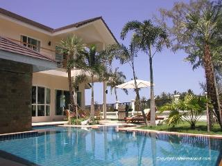 Luxury Villa - Free Airport Transfer & WiFi - BEST LOCATION - Walk to the beach!