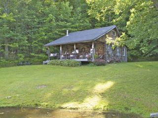 Charming Woodland Log Cabin on Private Pond, Great Valley