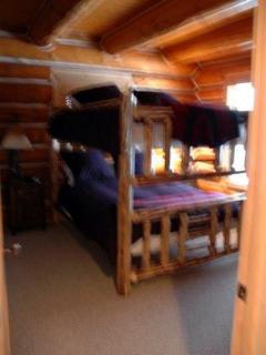 Queen bunk bedroom main floor