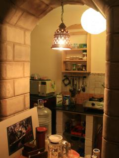 Looking into the kitchentte...