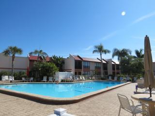 Runawaybay Condo 2BR/2BA,Heated Pool,Tennis court, Bradenton Beach