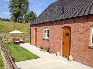 DEER CROFT COTTAGE, pet-friendly cottage with a garden in an isolated position near Turnditch, Ref 13048