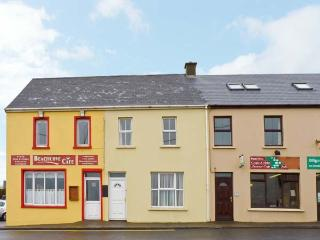 BEACH COVE HOUSE, four bedrooms, two open fires, sea views to front in Waterville, Ref: 14259
