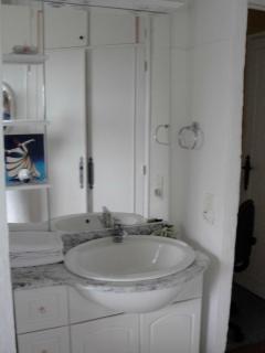 Built-in sink in thrid bedroom