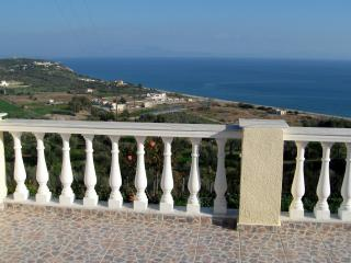 Spacious house with spectacular views of the sea!, Gitión