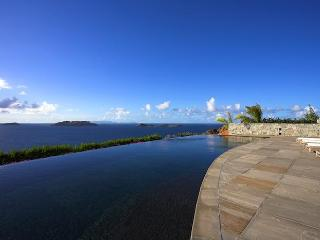 Luxury 5 bedroom St. Barts villa. Simplicity and luxurious comfort., Marigot
