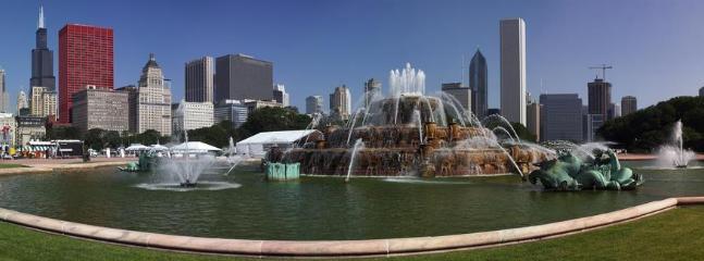 Visit Chicago's famous Buckingham Fountain - 4 blocks away