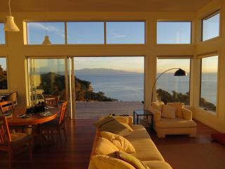 XSPOT eco-bach for two in Tryphena, wide seaviews, Great Barrier Island