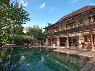Villa Kipling, 5/6 Bedroom, Great Ricefield View !, Canggu