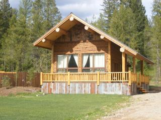 Cozy Coram Cabin- Luxurious with Rustic Feel